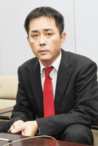 参院選鹿児島選挙区への立候補を正式表明した奥山雅貴氏=20日、鹿児島市の県庁
