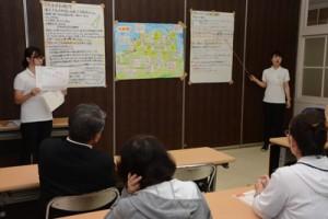 約4週間の実習報告をする鹿児島大学の学生=11日、大和村役場