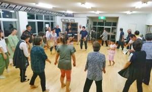 大和村の文化保存団体としての活動をスタートした名音八月踊り保存会=同村名音生活館(提供写真)
