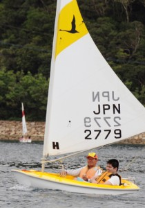 ヨット体験を楽しむ利用者ら=5月29日、瀬戸内町