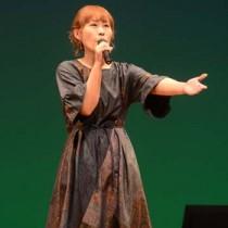 最優秀賞に輝いた金澤美智子さん=2日、奄美市名瀬