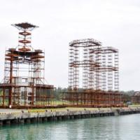 製作が進む沈設型漁礁=11日、奄美市笠利町の宇宿漁港