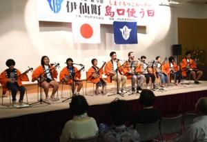 島唄や漫談、踊りなどがあった「島口使う日」イベント=9日、伊仙町伊仙