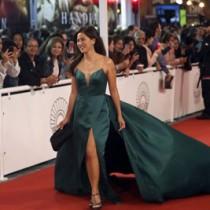 カンヌ国際映画祭でレッドカーペットを歩くマーラさん(横浜さん提供)