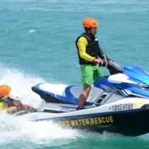 ふるさと納税活用事業で大島地区消防組合笠利消防分署に配備された水上バイク=2018年8月