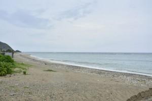 今年もウニ漁に出る人の姿が見られない海辺=4日、龍郷町安木屋場
