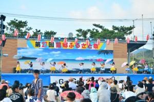 多彩なステージで盛り上がった龍郷ふるさと祭=27日、龍郷町中央グラウンド