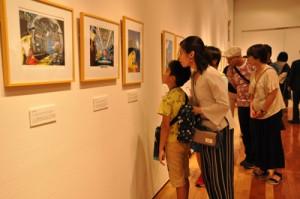 オープニングイベントに約100人が訪れた「松本零士&牧美也子の世界展」=14日、奄美市笠利町の田中一村記念美術館