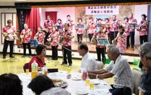 会員が練習の成果を披露した徳之島三味線愛好会「結」の5周年記念演奏会=27日、徳之島町亀津