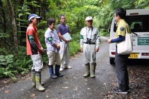 希少種の盗掘・盗採防止のため始まった休日のパトロール=6日、奄美大島