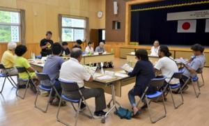 19年度事業計画を承認し、各会員の取り組みを発表した奄美・屋久島まち歩き連絡協議会