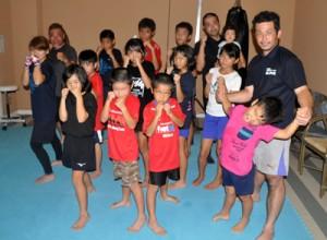 沖永良部高ボクシング部再建の一環で設立された沖永良部ボクシングスポーツクラブのメンバーら