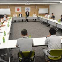 19年度事業計画などを決めた大島本島さとうきび生産対策本部総会=16日、奄美市名瀬