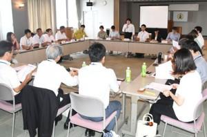 徳之島行動計画の進捗状況などを報告した徳之島部会=24日、天城町役場