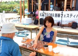 島内外35人の対局もあったKAKEROMA囲碁フェスティバル=31日、瀬戸内町薩川