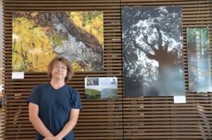 奄美の森に暮らす動物たちの貴重な場面を撮影した写真家の松橋利光さん=8月31日、奄美市笠利町