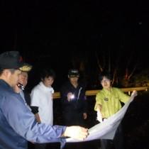 盗掘・盗採防止に向けたパトロールを実施した関係者=13日、瀬戸内町(環境省奄美群島国立公園管理事務所提供)