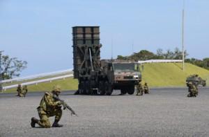 陸自奄美駐屯地で日米実動訓練に用いられる中距離地対空誘導弾(中央奥)=7月、奄美市名瀬