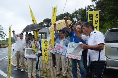「自衛隊を戦場に送るな!」奄美大島の陸自駐屯地での日米合同訓練にサヨク市民怒りのデモ抗議
