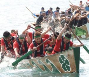 188チームが熱戦を繰り広げた奄美まつり舟こぎ競争=3日、奄美市名瀬