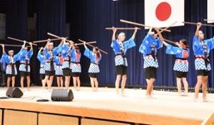 オープニングを飾った井之川中学校と下久志青年団の「下久志棒踊り」=24日、天城町天城