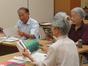 県立奄美図書館であった「音読教室」(提供写真)