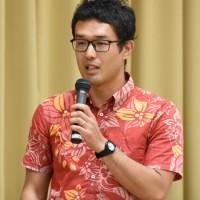 奄美大島の海洋生物多様性をテーマに講話した藤井さん=14日、県立奄美図書館