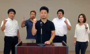 九州大会に向け、意気込む森帆嵩さん(中央)ら瀬戸内町商工会青年部メンバー=5日、同町