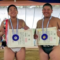 全日本小学生相撲優勝大会九州予選会5年の部で優勝した豊田(右)と準優勝した重村(提供写真)
