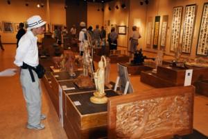 力作264点が展示されているシルバー文化作品展の会場=18日、鹿児島市