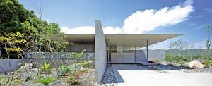 全国規模の建築賞をW受賞した「父母の家」(奄美市笠利町)=石井紀久さん撮影