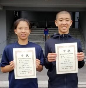 県中学校陸上競技大会で上位入賞した(右から)松島、坂野(提供写真)
