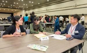 さまざまな業態の企業が関心を寄せた喜界町のブース=東京霞ヶ関の国土交通省