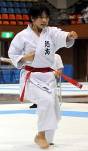 【空手個人形】準優勝した徳之島の濱崎=12日、鹿児島市の県体育館