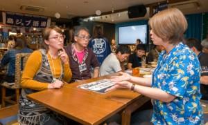 就労条件や移住後の生活について質問が寄せられた会場=20日、大阪市北区