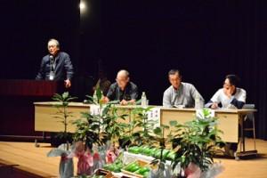 農家や愛好家らが栽培や活用法について情報共有した日本アボカドサミット=17日、鹿児島市