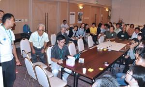 沖永良部島の食料自給率の引き上げをテーマに議論する分科会参加者=19日、知名町フローラル館