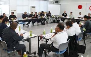 今期の生産見込み量が報告された徳之島さとうきび生産対策本部運営企画委員会=7日、徳之島町役場
