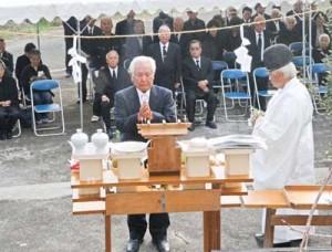戦没者の冥福を祈った合同追悼式=26日、伊仙町伊仙