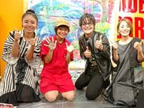 イベント終了後記念撮影に応じる(左から)ORICAさん、ちゃずさん、平田輝さん、牧岡奈美さん=タワーレコード錦糸町パルコ店