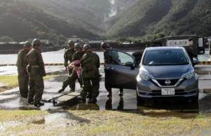 村や自衛隊、消防などが連携した行方不明者の捜索救助訓練=24日、大和村(提供写真)