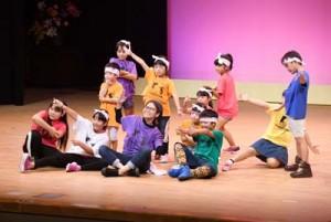 多彩な演目を披露した徳之島町文化祭の舞台発表=23日、同町文化会館