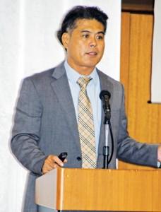 体験型観光の取り組みで事例紹介する中村理事長=26日、鹿児島市