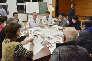 地域の課題解決や魅力アピールの具体策を語り合った住民ら=16日、龍郷町戸口