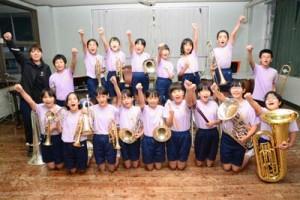 「こども音楽コンクール」西日本優秀校発表音楽会に出場する奄美小学校ビューグルバンド=4日、奄美市名瀬