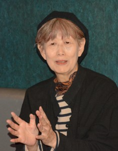 ドキュメンタリー映画「棘」について語る(上から)杉浦監督と平林プロデューサー=19日、奄美市名瀬