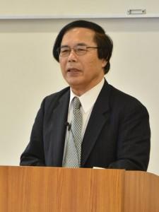 日本復帰運動と地域再生について考える書籍を編著した田畑洋一氏=25日、奄美市名瀬