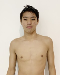 男子13~14歳クラス背泳ぎの100メートル、200メートルを大会新記録で制した村田李々冬(提供写真)