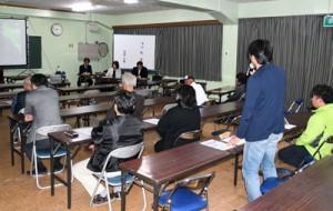 島の活性化や女性の起業などに理解を深めた経済フォーラム=14日、徳之島町亀津