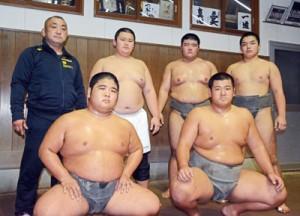 少年の部、優良候補の5選手。(前列左から) 西加、濱口。(後列右から)禧久監督、里、栄、市田